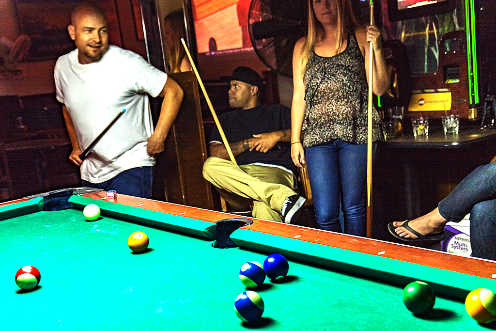 Pool-players-in-Moon's--San-Mateo