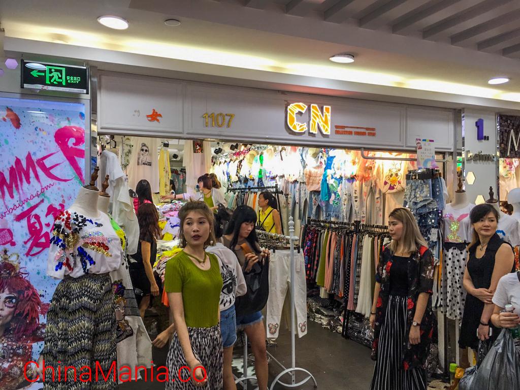 ตลาดค้าส่งเสื้อผ้าไป๋หม่า (白马服装市场)