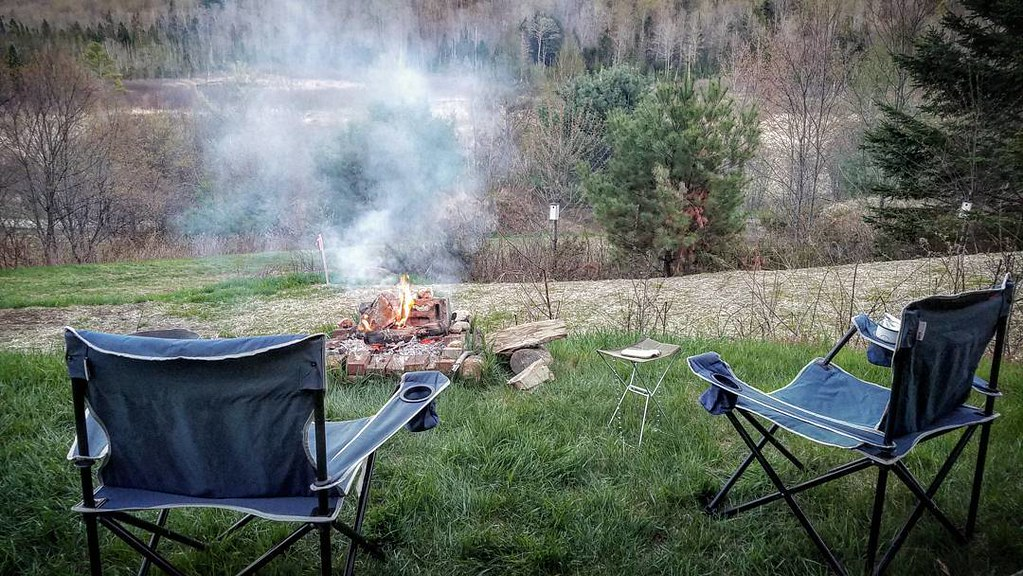 A fire, good company, couple of chairs and no distractions. All you need for a perfect #microadventure to recharge the batteries.