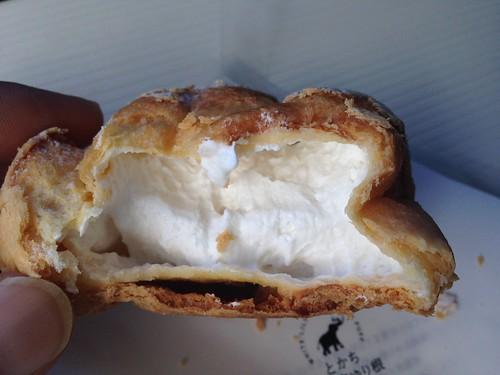 hokkaido-michinoeki-churui-bakery-paopao-whiteness-lily-bulb-cream-puff03
