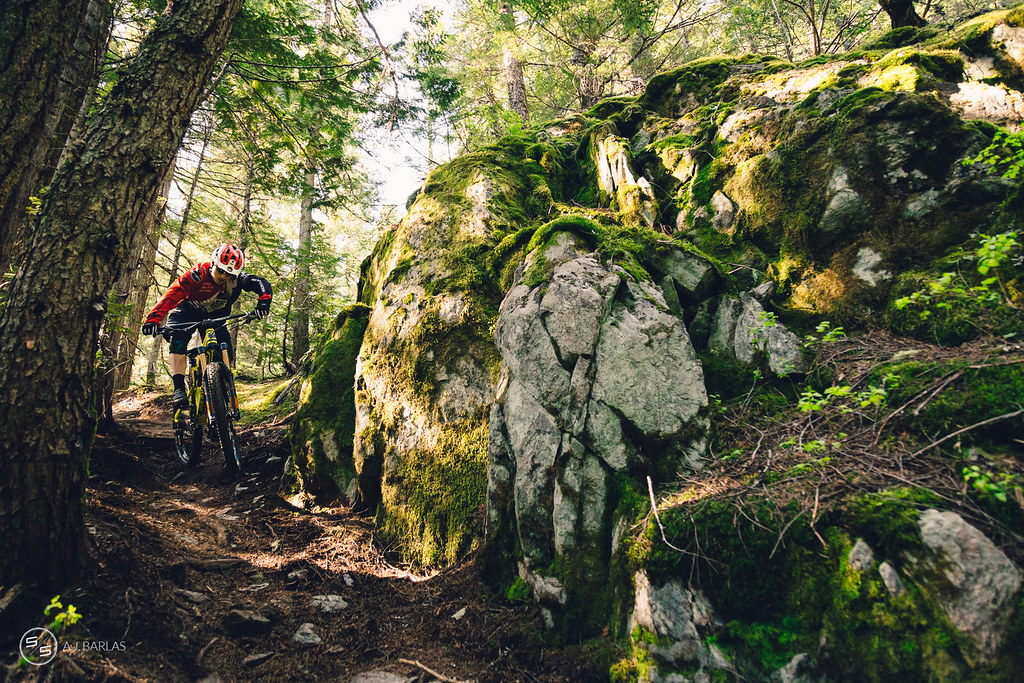 Jesse Melamed scrubs on High Society trail, Whistler
