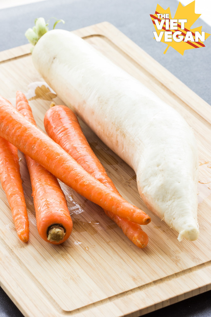 Do Chua - Quick Pickled Carrots and Daikon