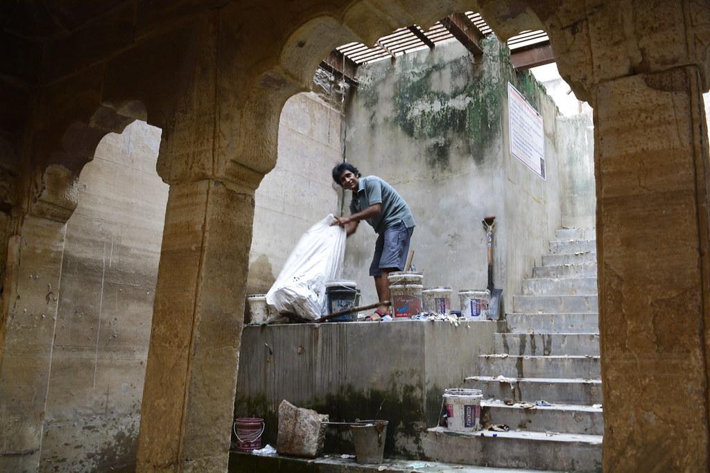 Rajesh Joshi collects the cleansing equipment at Satya Narayan bawri.
