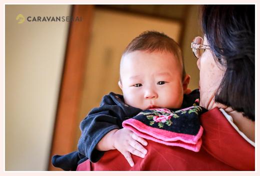 お食い初め 愛知県名古屋市 眠くなる4か月半の男の子の赤ちゃん