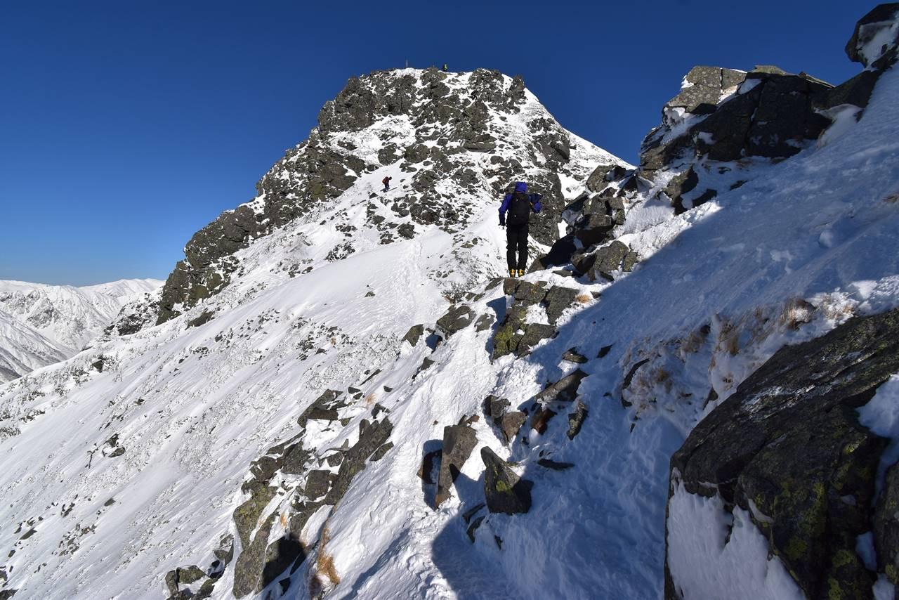 冬の西穂高岳 岩場