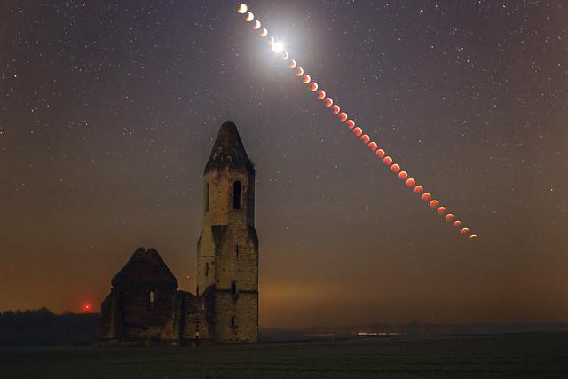 VCSE - Elemek Mozgása - Holdfogyatkozás sorozatfelvétel a Pusztatoronnyal előtérben