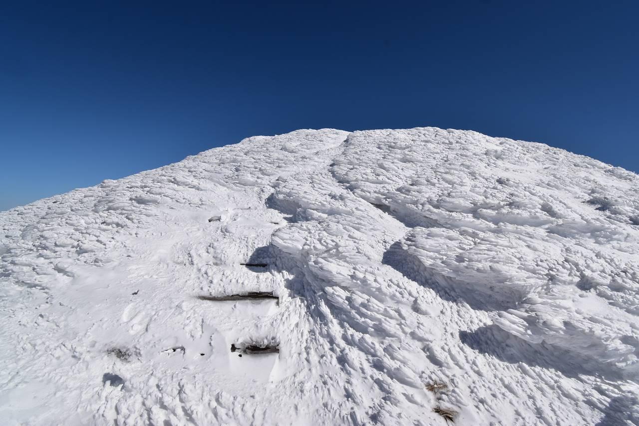 仙ノ倉山 雪で埋まった階段