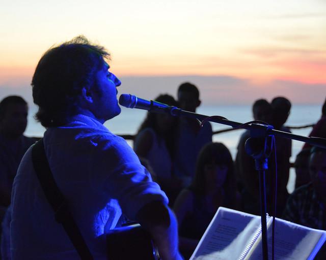 Música en directo en la Cova de Xoroi en Menorca