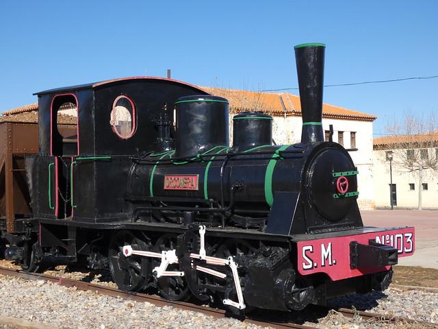 Vieja locomotora en Ojos Negros (Comarca del Jiloca, Teruel)