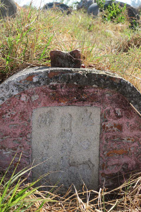 南山的明墓,吳昭明攝。