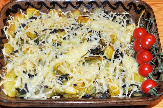 Mangold-Kartoffel-Gratin mit geriebenem Käse überbacken ... Foto: Brigitte Stolle