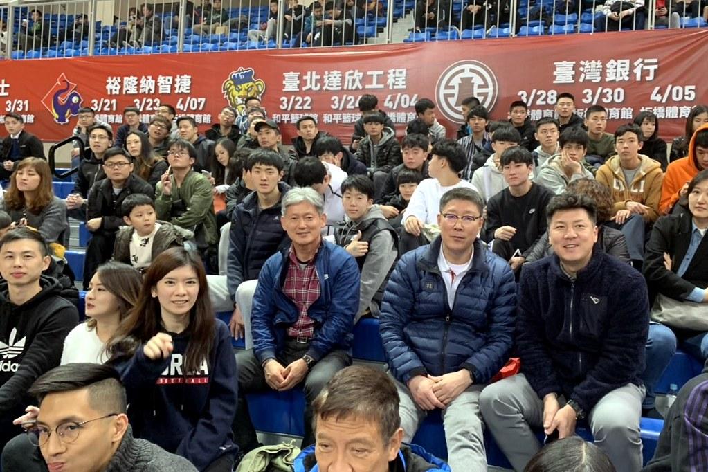 韓國高中來SBL看球。(倪芝蓉攝)
