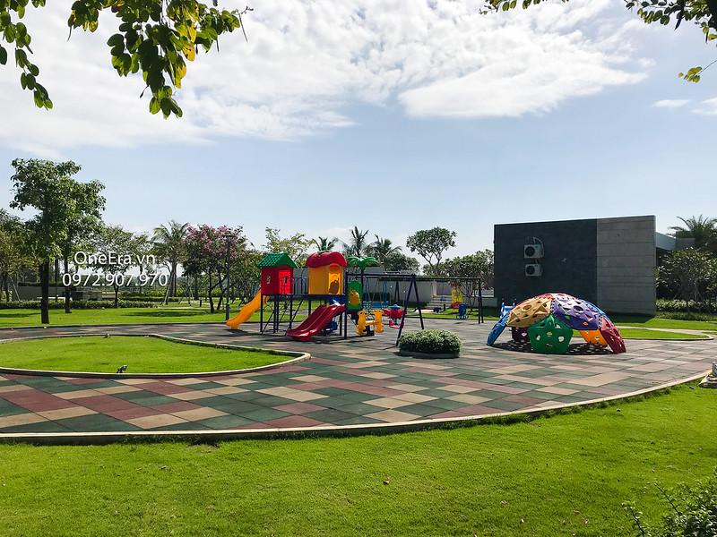 khu vui chơi trẻ em đi dạo rộng rãi