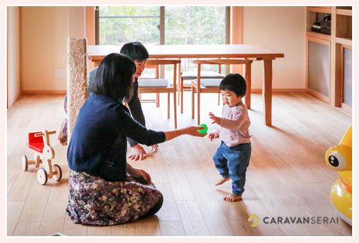 自宅で家族写真 木のおもちゃ 愛知県豊田市