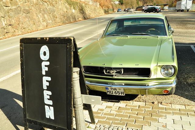 13. Februar 2019: Mit dem Oldtimer Ford Mustang 1965 nach einer Odenwald-Rundfahrt vor Heidis Imbiss in Schriesheim ... Fotos: Brigitte Stolle
