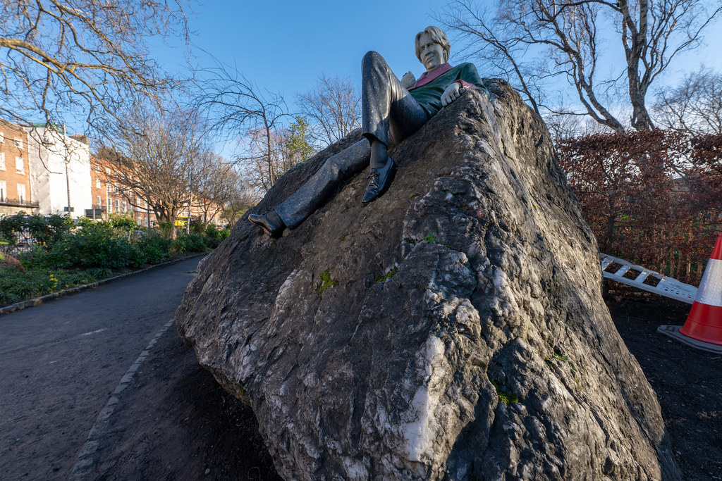 THE POPULAR OSCAR WILDE MEMORIAL BY DANNY OSBORNE  010