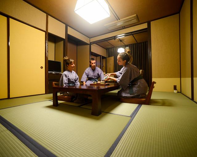 Ceremonia del té en un ryokan de Hakone