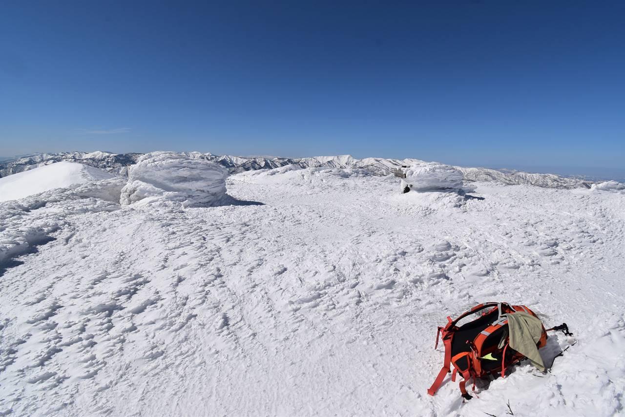 誰もいない冬の仙ノ倉山山頂