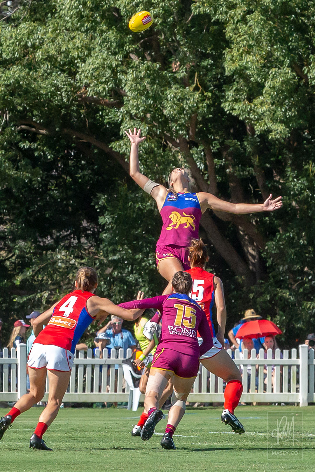 Rookie Lauren Bella dominated the opening couple of ruck contests