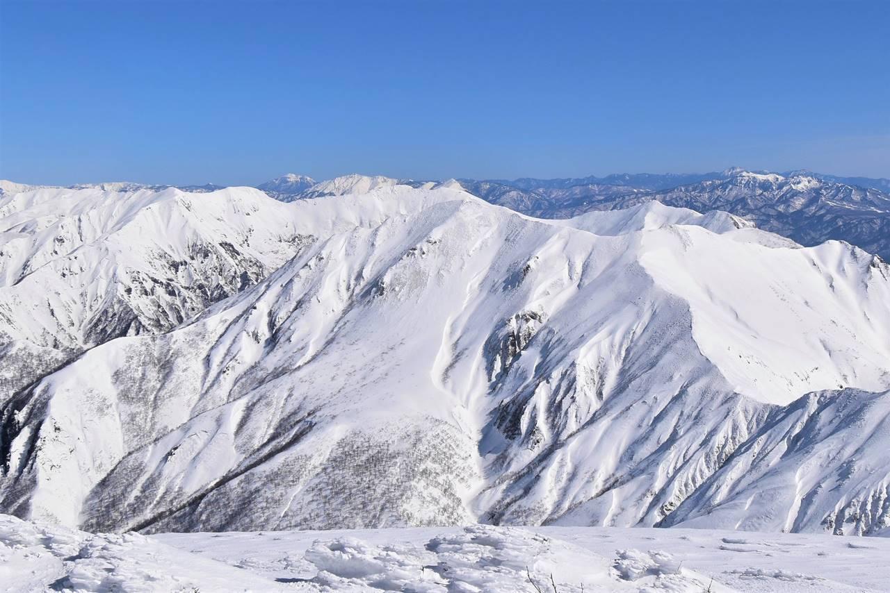 仙ノ倉山から眺める冬の谷川岳