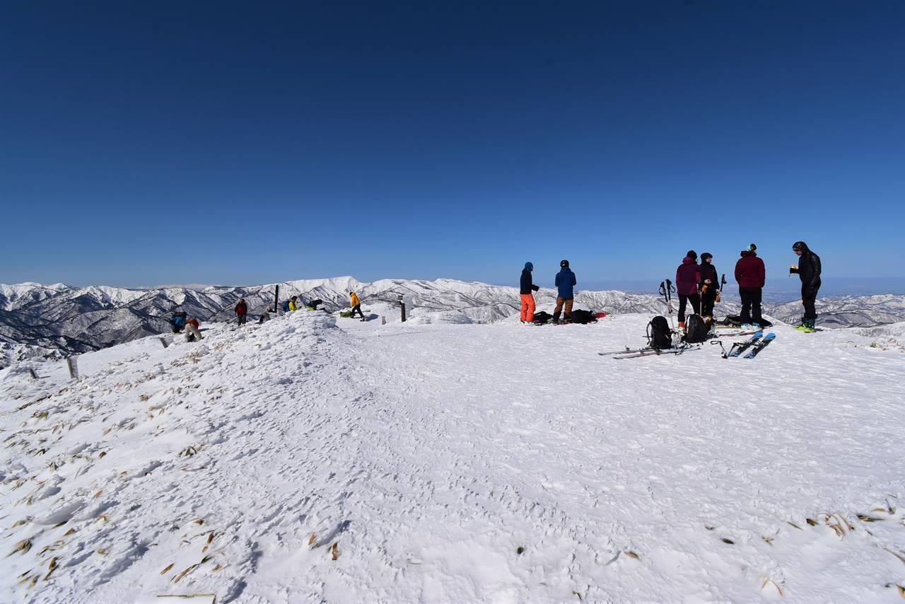 冬の平標山山頂