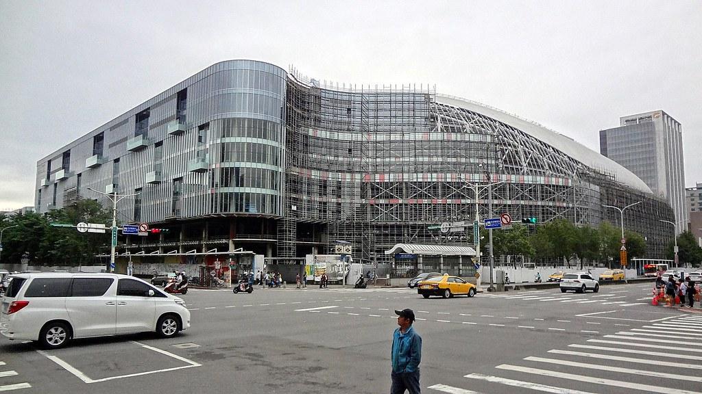 台北大巨蛋工地。攝於2018年9月。圖片來源:Solomon203/維基百科