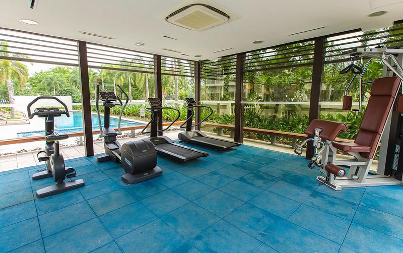 Phòng Gym tại Canary Heights kế hồ bơi