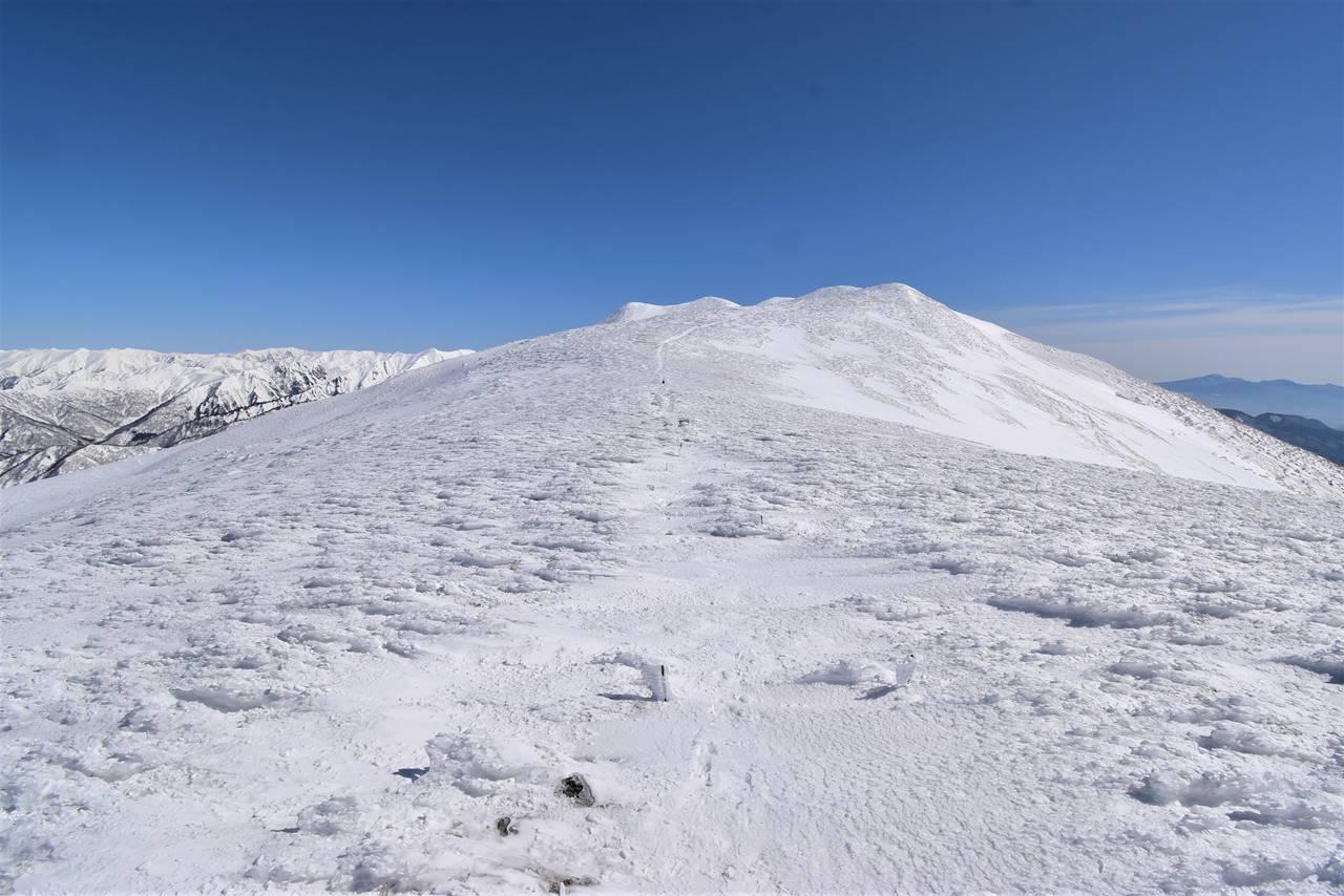冬の仙ノ倉山稜線