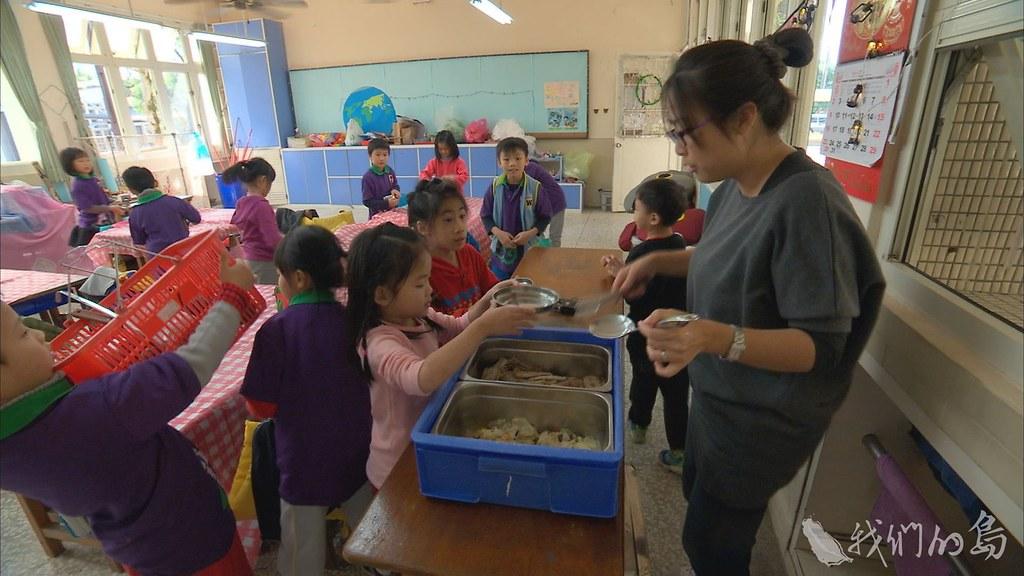 多數國小學童的營養午餐,雖然有魚,但是都沒有刺。