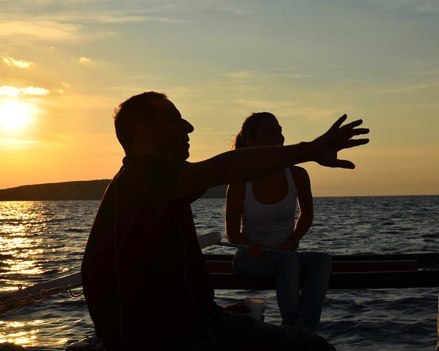 Atardecer en velero por las calas de Menorca