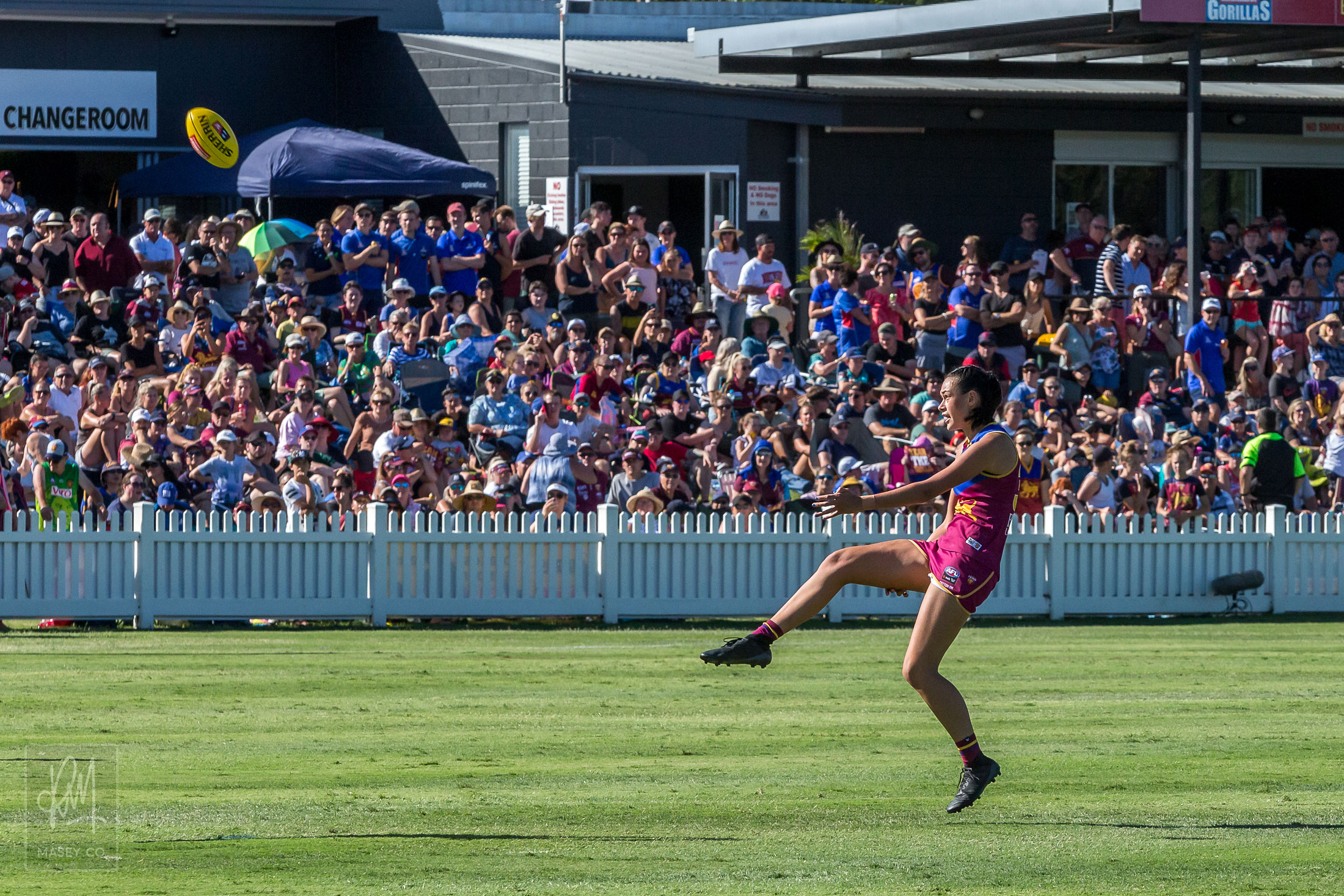 Rookie Jesse Wardlaw kicks straight and true to register her first ever AFLW goal
