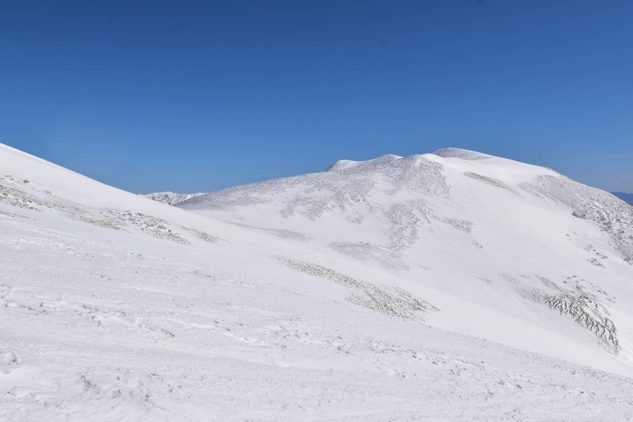 冬の仙ノ倉山の稜線