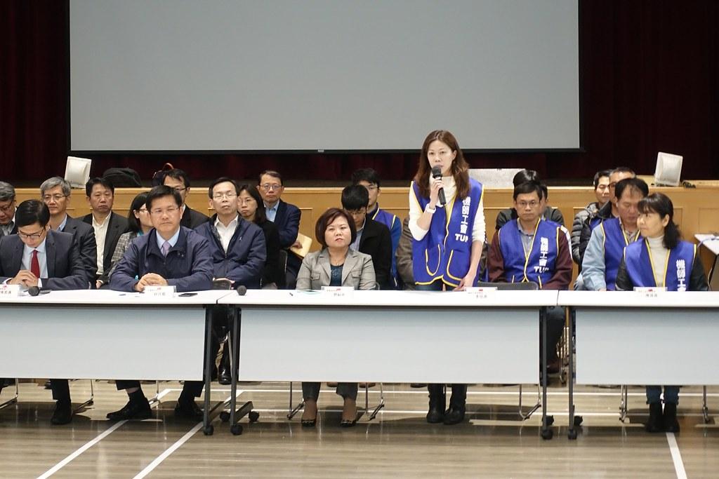 機師工會和華航簽訂團協,民進黨官員紛紛前來「沾光」出席會後記者會。(攝影:張智琦)