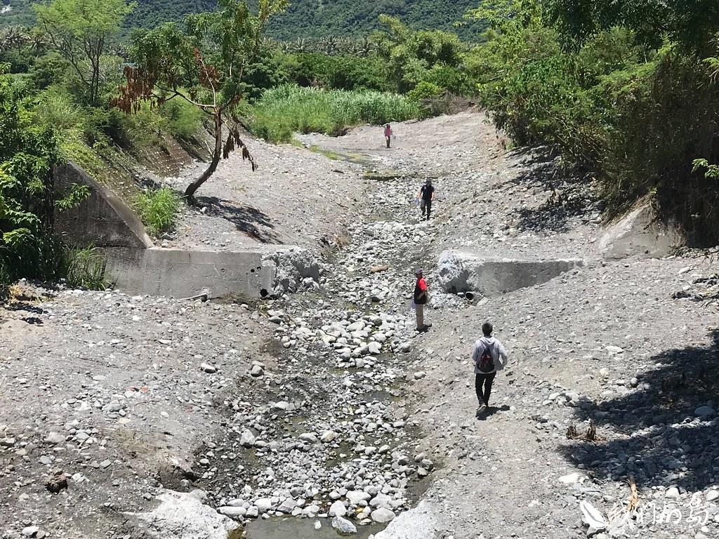 荒野保護協會台東分會發現,台東每條溪流,幾乎都遭到整治。而整治過後,都變成水溝。