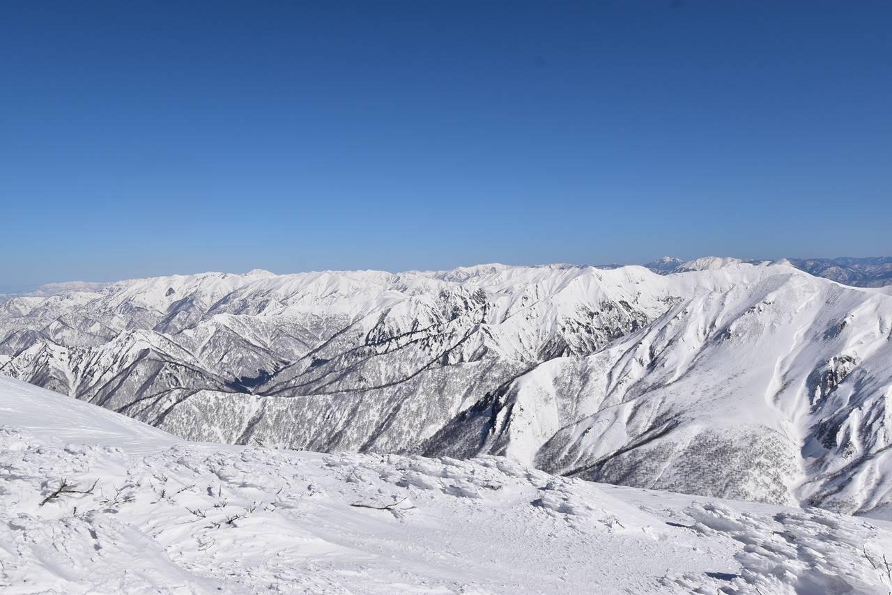 仙ノ倉山から眺める上信越の雪景色