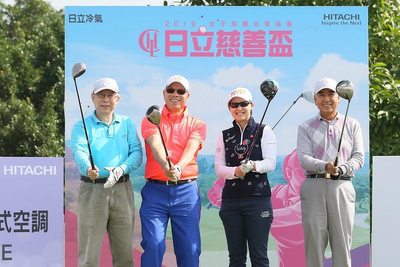 李旻(右二)與3位業餘人士黃清義、宋耀及蔡龍波以60桿贏得配對賽冠軍。(主辦單位提供)