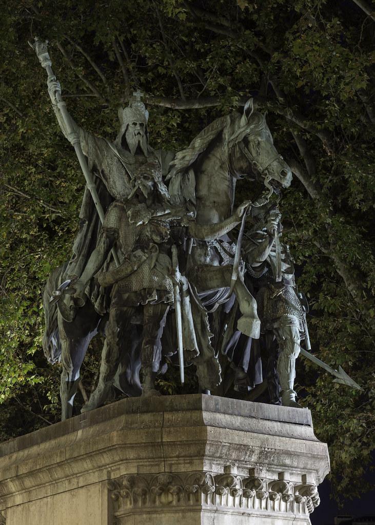 Charlemagne et ses Leudes - Statue - Paris