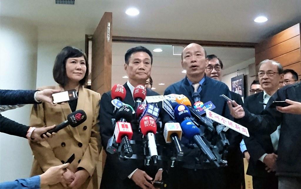 韓國瑜赴市議會質詢,對大社工業區降編案承諾成立專案小組處理。攝影:李育琴