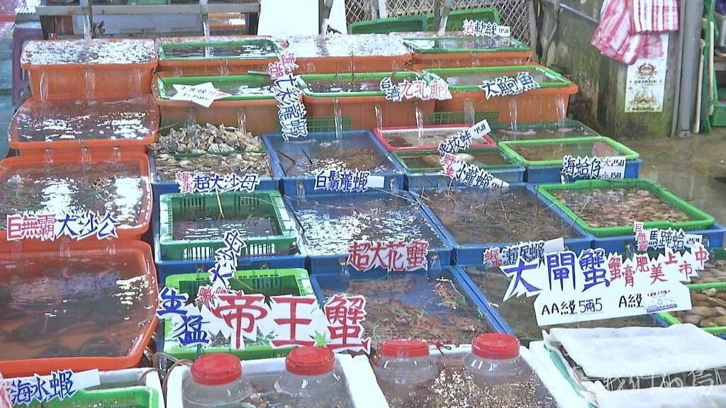 萬里蟹主要販售點,在鄰近西北漁場的富基、野柳與龜吼三個漁港,市集總是熱熱鬧鬧。