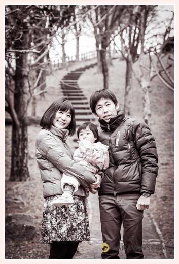鞍ヶ池(愛知県豊田市)で家族写真のロケーション撮影 モノクロ