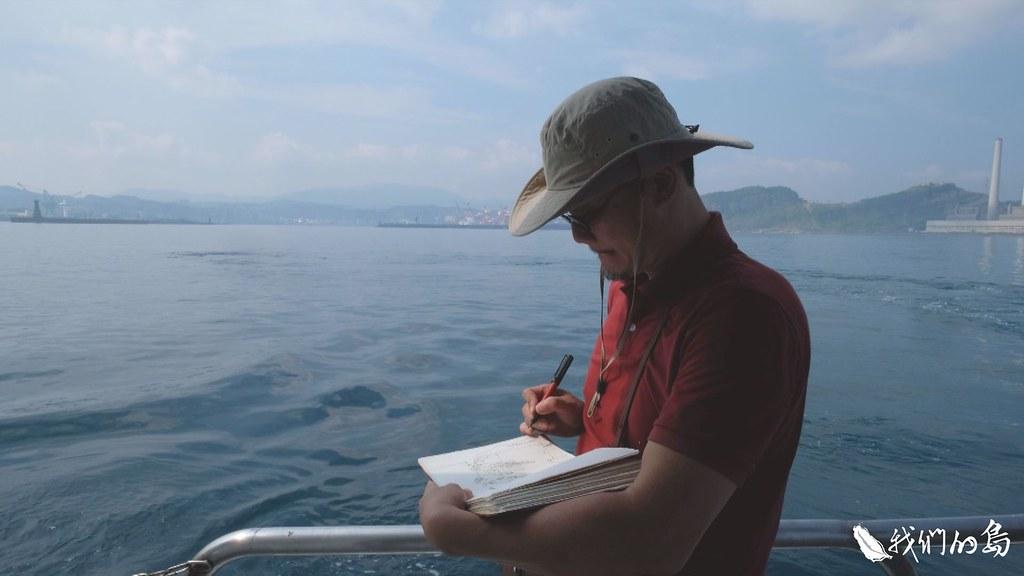畫家王傑用自己的專長,參與航程紀錄。