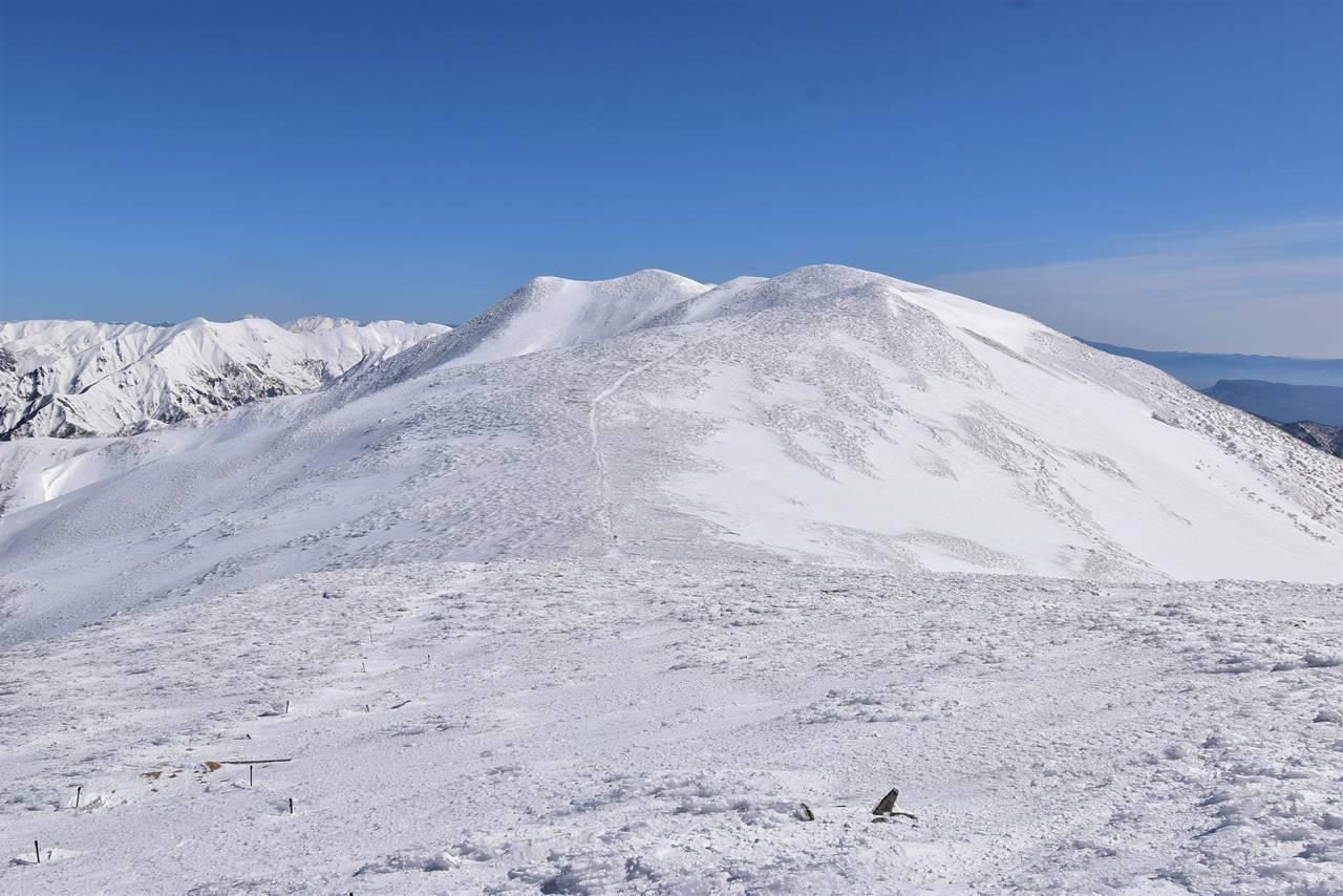 冬の仙ノ倉山への稜線