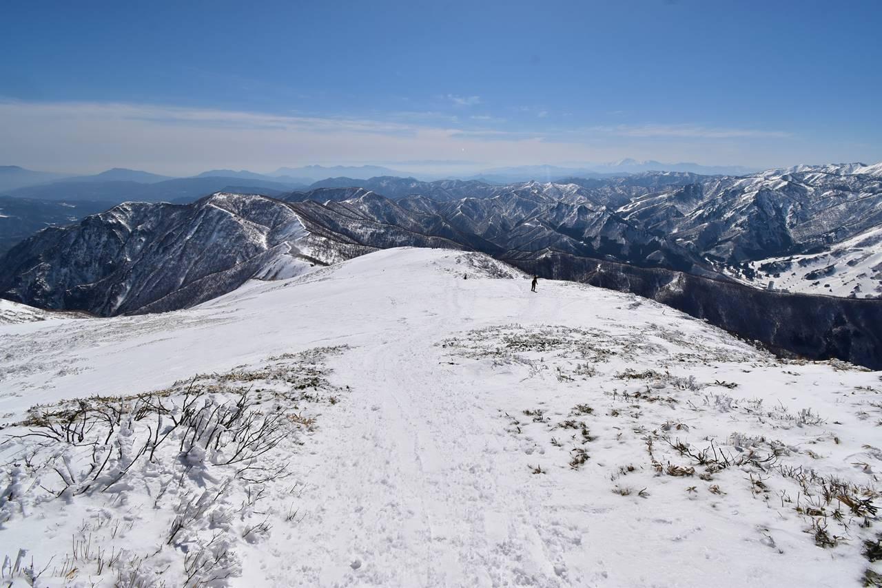 平標山から下山