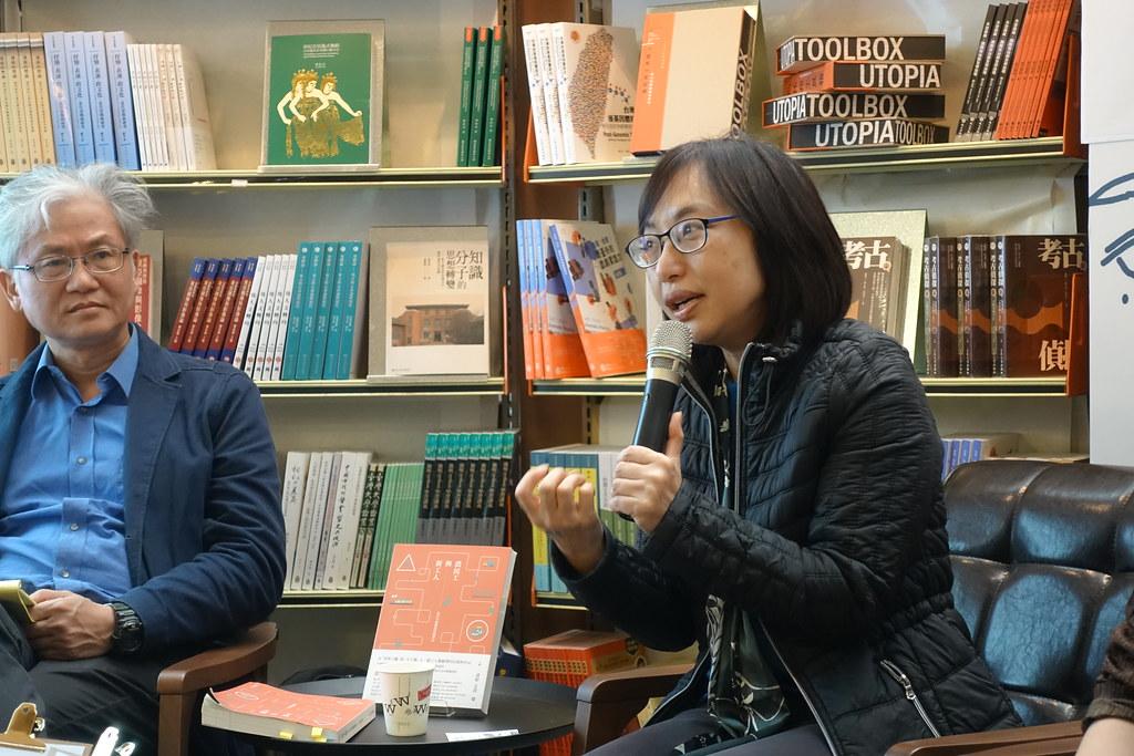 香港大學教授潘毅和世新大學教授陳信行昨在台北國際書展對談,討論新書《農民工與新工人:當代中國階級問題研究》。(攝影:張智琦)