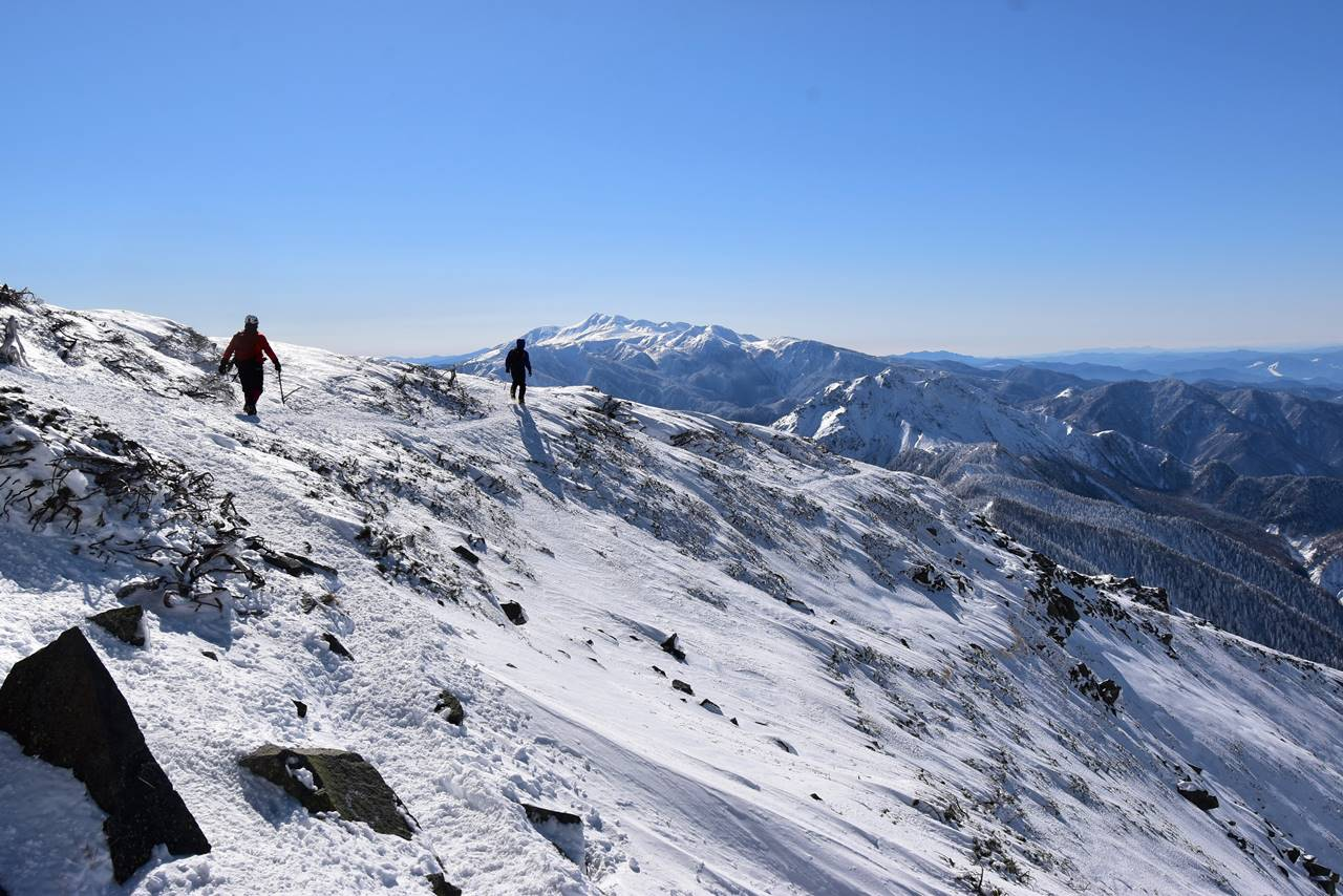 西穂高岳 雪の稜線