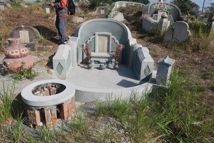 南山重修的清代墳墓,吳昭明攝。