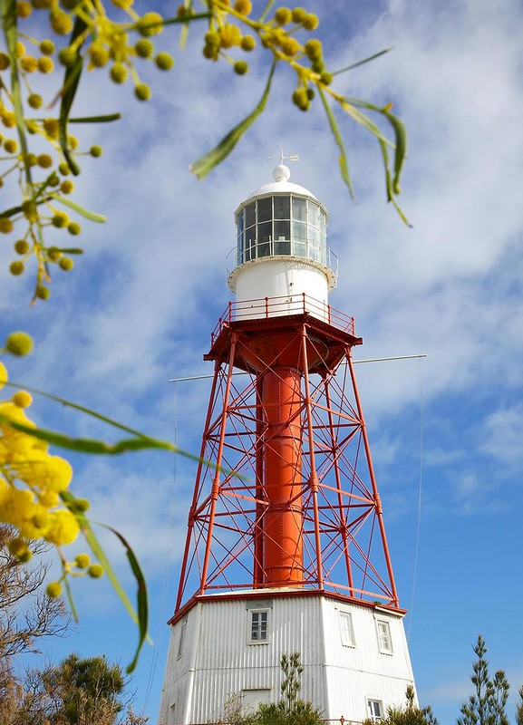 features such as light houses along the great ocean road