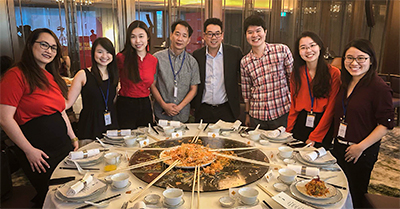 James Chang, CEO of Lazada Singapore, at lo hei for Chinese New Year during the announcement of the Redmart migration to Lazada. (From Left): Angela Tiong (Edelman PR), Claudia Chong (Business Times), Rachel Chia (Business Insider), John Tan (tech4tea), James Chang (Lazada), Joel Chan (Lazada), Zoey Chong (CNET), Lee Zhengyi (Mediacorp Channel 8). Photo credit: James Chang.