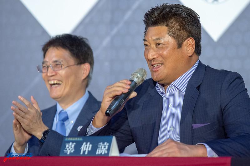 棒協理事長辜仲諒在記者會上霸氣宣示。(特派記者王啟恩/現場拍攝)
