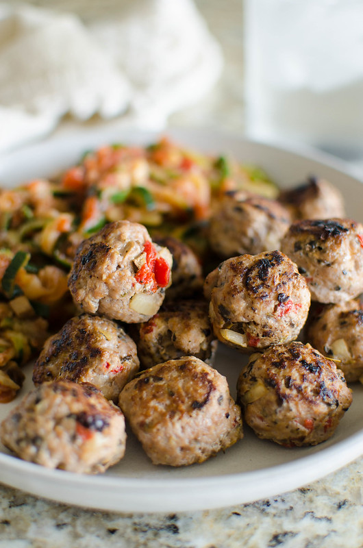 Paleo Pizza Turkey Meatballs - easy flavorful turkey meatballs filled with onion, mushrooms, roasted red peppers, and olives. Perfect for meal prep!